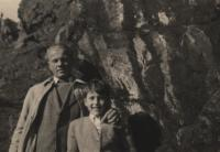 1946, Goat's Back Ridge near Unětice, the witness with his father