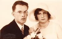 svatba rodičů E.S. (Karel a Štěpánka Sirotkovi)