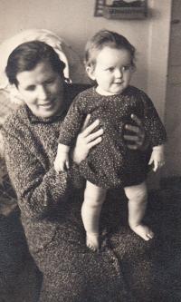 E.S. s babičkou,1935