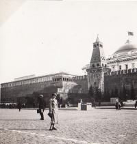 Štěpánka Sirotková,matka E.S. před Kremelskou zdí v Moskvě,1933