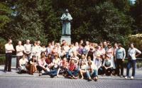 J. Kasal s Vysokoškolským uměleckým souborem v Nardenu rok 1983