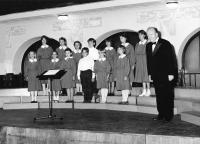 Kasal Jan - Dětský pěvecký sbor ZUŠ Benátky nad Jizerou ve zkušebně Hlaholu 1992