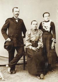 Kasal Jan - prarodiče Václav a Anna Bartošovi, maminka Marie asi 1901