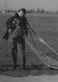 Plukovní seskoky padákem, Plzeň-Bory 1959