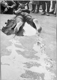 Petr Štembera –Bez názvu, 1978, záznam z vystoupení, dobová fotografie