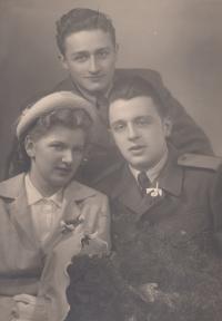 Bratři Burdychovi na svatbě Vladimíra Burdycha