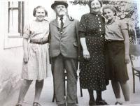 From left: sister Hilda (adopted the Hebrew name Hana after her arrival to Israel), father, mother, Renata