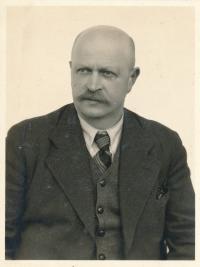 Otec Eduard Tvarožek