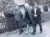 Uprostřed Marie Čubokové během návštěvy rodného kraje v roce 1973