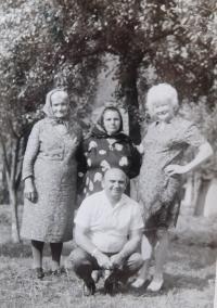 Vpravo Marie Čubokové během návštěvy rodného kraje v roce 1973