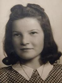 Marie Čuboková (Drozdová) v roce 1946