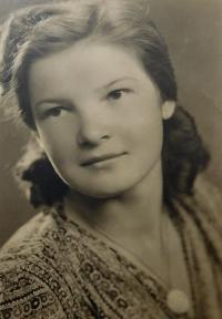 Marie Čuboková (Drozdová) v roce 1948