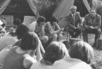 1975, beseda o historii v dětském táboře v Kladrubech
