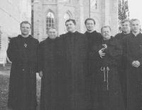 Benediktýnské dny, Kladruby, 2003, třetí zleva břevnovský převor Siostrzonek