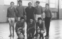 s basketbalovým týmem ZŠ Kladruby, 1964