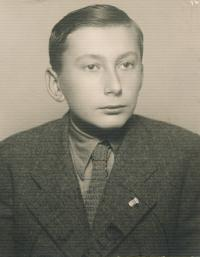 Stanislav Husa during his studies at technical secondary school, historical photograph, 1943