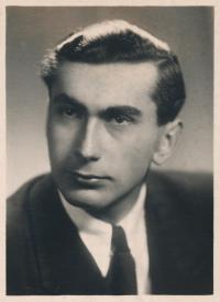 Stanislav Husa – school leaving portrait, 1947