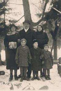 Stanislav Husa – family photograph with his father and mother (on the very left) and sister (on the very rights), Košice, historical photograph, 1933-34