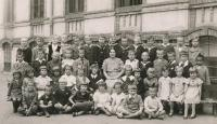 Stanislav Husa – class picture (sixth from right in the third row), historical photograph, 1933-34