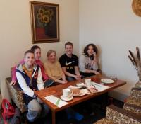 Věra Erhartová s žáky ze ZŠ Křížová II