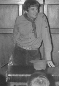 Jiří Wicherek na vánoční besídce skautů 14. prosince 1969