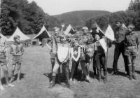 S ukořistěnými vlajkami na skautském letním táboře u Manětínského potoka v létě 1969