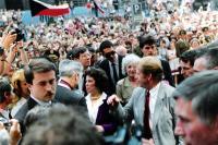 Uvítání prezidenta Václava Havla, jeho manželky Olgy a tehdejší velvyslankyně USA Shirley Temple-Black před plzeňskou radnicí tehdejším primátorem Ing. Stanislavem Loukotou, 1990