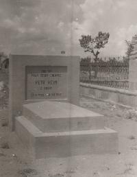 Hrob bratra Petra v Tabrízu, rok 1942 nebo 1943