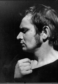 Malé divadlo Ústí nad Labem. Rudolf Felzmann in the role of Jan Hus. J. K. Tyl / R. Felzmann: Jan Hus (premiere 1975)