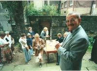 Summer concerts during the period of reconstruction. Rudolf Felzmann greeting the visitors in front of the church (ca. 1997)