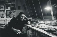 J. Skalník ve svém ateliéru