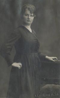 Jana Landšoffelová, matka pamětníka v mládí (ve věku 27 let)