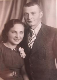 Manželé Marie a Josef Dedeciusovi v roce 1944