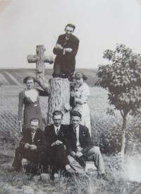 Na hřbitově v Novostavcích na Volyni