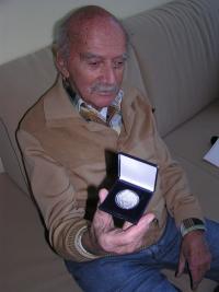 Jánský Alfred s pamětním odznakem za druhý odboj