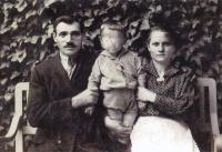 Parents of Ján Novenko with the oldest brother