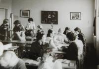 Hana Ryšková (Holcnerová) na gymnáziu v Brně