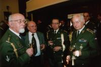 Generálmajor Miroslav Kácha a Stanislav Auský (první vlevo)