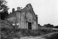 židovský cintorín v Seredi vstupná brána - portál, nedatované