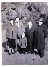 S rodiči, manželkou a dcerou Ivankou, 1951