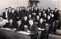 Ve škole, S. Čáslavka ve 3. lavici uprostřed, Praha 1939
