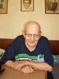 Stanislav Čáslavka 94 letý ve svém domě v Roztokách, 2015