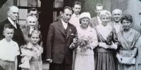 svatba, vlevo rodiče Miroslava Soukupa, 1960