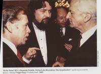 S Richardem von Weisackerem, Václavem Havlem a Alexandrem Dubčekem v Praze, 1990
