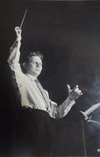 Young conductor Jan Maria Dobrodinský