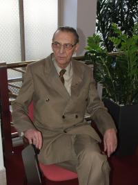 "Vladimír Chlupáč na vernisáži výstavy ""Jedni z nás..."", únor 2008"