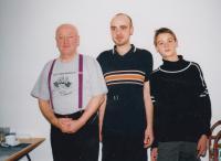 David Kabzan s otcem a synem, 2001