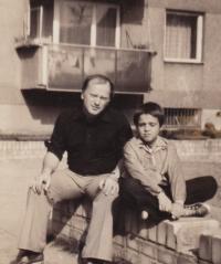 David Kabzan s otcem, 1977