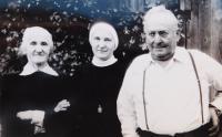 Anna Schreiber with her parents