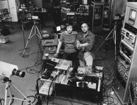 The Vasulkas in their Buffalo studio (NY, United States), circa 1977. (Snímek nesmí být použit k jiným než vzdělávacím účelům.)